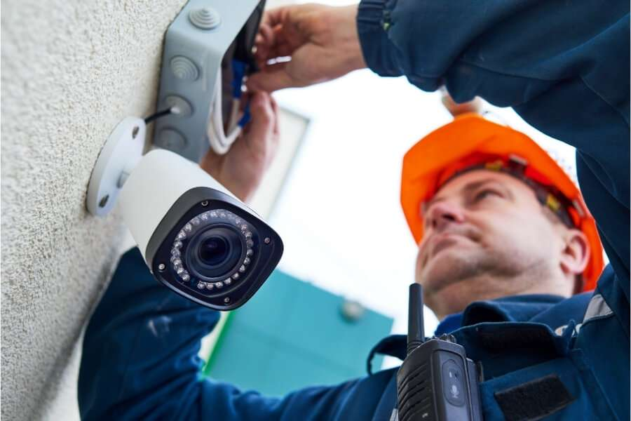 construction site theft professional installing mobile security camera